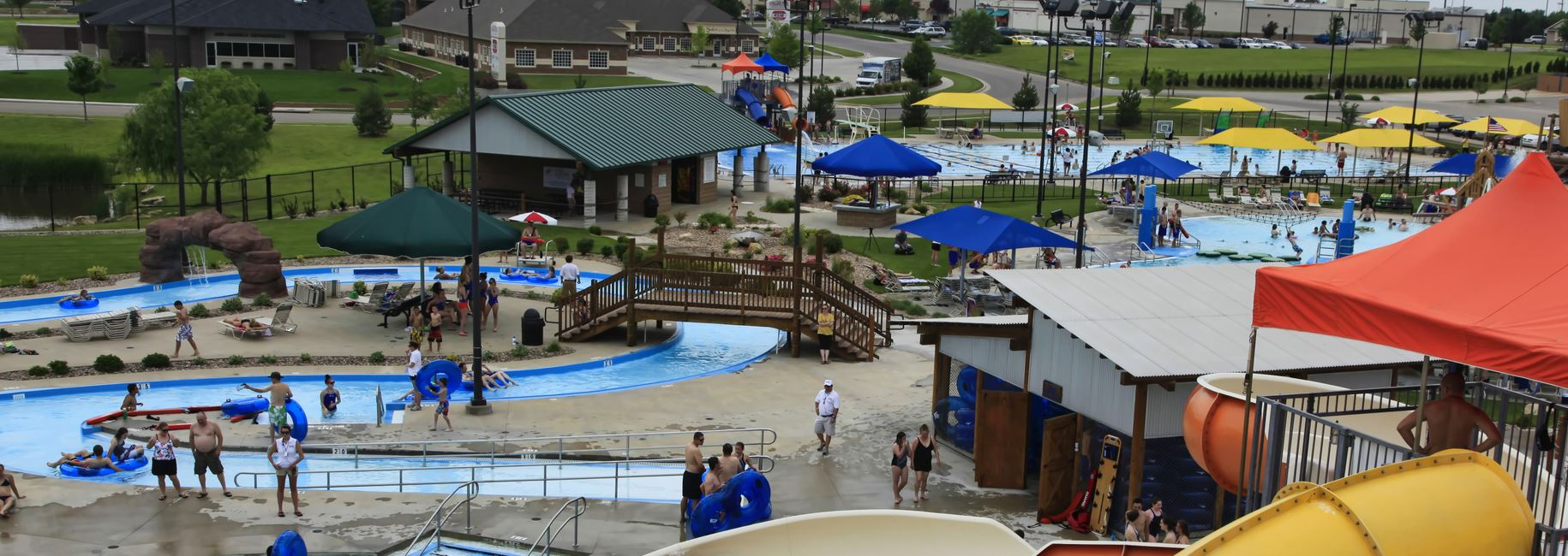 Lazy river pool at Rock River Rapids